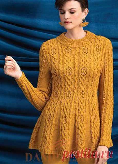 Желтый пуловер.Удлиненный пуловер с расклешенным низом от дизайнера Amy Gunderson .