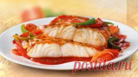 Белая рыба с соусом и овощами на 100 грамм - 72.98 ккал Б/Ж/У - 11.94/1.88/2.17  Ингредиенты: - 1 красный перец Показать полностью…