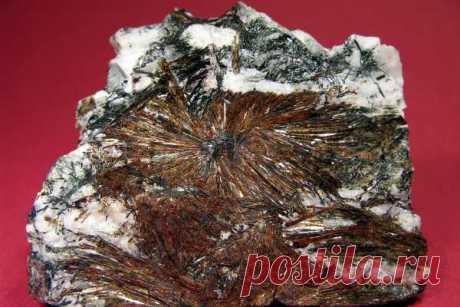Камень астрофиллит: свойства, магия и значение, кому подходит по знаку зодиака, применение (украшения), формула, месторождения