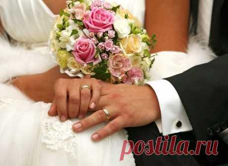 Свадебные приметы про одежду жениха и невесты Месяц март — капель, игривое солнышко, кошачьи серенады переводят мысли на любовный лад… И мы уже фантазируем, представляя свадебные хлопоты, легко выдавая желаемое за действительное. В мире грез можн…