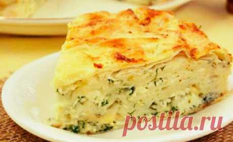 Потрясающий сырный пирог из лаваша с зеленью. Теперь рекомендую его всем подругам!   Этот вкусный и очень простой пирог пригодится всем  хозяюшкам, кто любит баловать своих близких людей и при этом ограничен  во времени. Простой выход – вместо теста взять лаваш. Несколько видов  сыр…