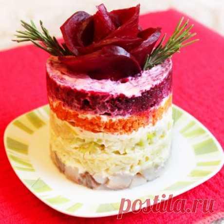 Слоеные салаты скрасят ваш праздничный стол