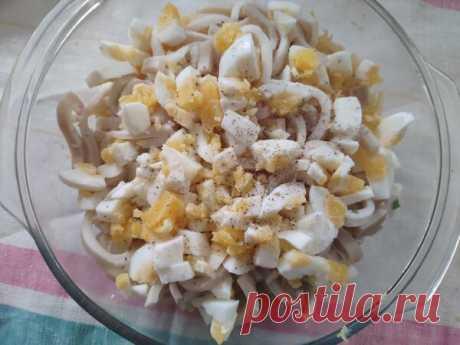 Нежнейший салат с яйцом и кальмаром | Безумная кухня! | Яндекс Дзен