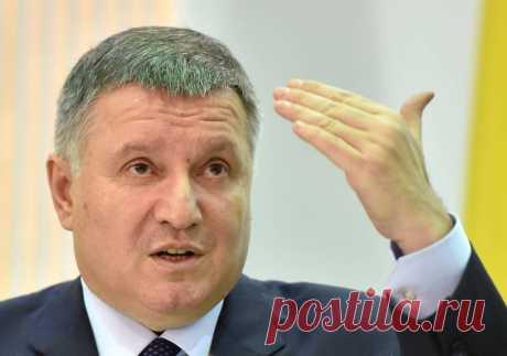 На Украине посоветовали Лукашенко попить водички и успокоиться Министр внутренних дел Украины Арсен Аваков посоветовал президенту Белоруссии Александру Лукашенко «попить водички» и«успокоиться» после того, как белорусский лидер заявил озакрытии границ респу…
