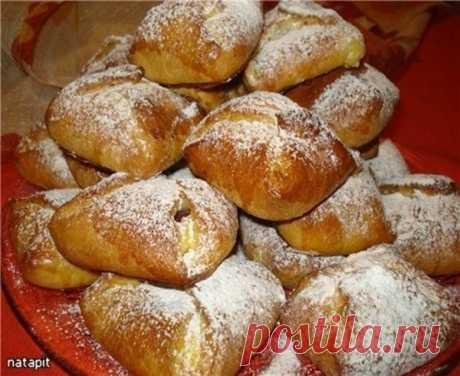 Невероятно вкусные булочки «Подушечки» с творожно-вишневой начинкой  Ингредиенты: тесто: -500 гр.муки -2 желтка -1 -1 яйцо+1ст.л воды вз...