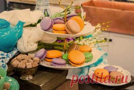 10 самых вкусных десертов со всего мира Французское миндальное пирожное макарон – изысканное лакомство, которое сочетает в себе две части печенья из безе и миндальной муки, и начинки из сливочного крема, шоколада или нежнейшего ягодного джема.