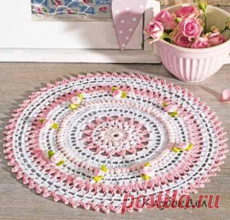 Бело-розовая круглая салфетка. Вязание крючком для дома