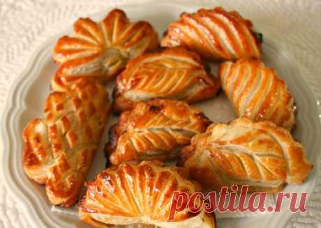 Как лепят и выпекают слоеные пирожки (мастер-класс)