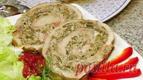 Мясной рулет с грибами в духовке     Домашние мясные блюда всегда украшают праздничный стол, особенной популярностью пользуются мясные рулеты. Они ароматные и аппетитные, а кроме того служат украшением стола.  Домашний мясной рулет с грибами, сыром и морковью очень вкусный, питательный, сочный и нежный. Прекрасно подойдет в виде холодной закуски на праздничный стол. Готовила его на Рождественские праздники — гостям очень понравилось.  Можно употреблять и горячим, как вариа...