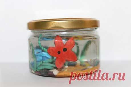 Детская поделка из пластилина: аквариум в баночке