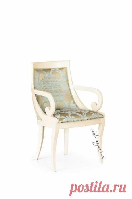 Светлое кресло изогнутое в ткани жаккард Глори-26 в наличии и на заказ