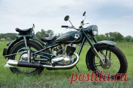 Мотоциклы родом из СССР – долго ли им ещё колесить по сельским дорогам нашей Родины?