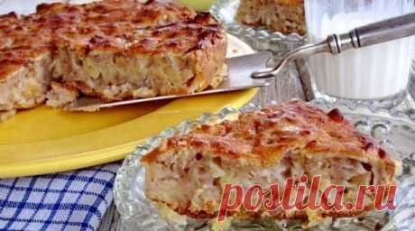 Рецепт этого яблочного пирога я привезла из Франции. Он на столько нежный, что просто тает во рту.   Ингредиенты   ✓ яблоки — 6 штук; ✓ яйцо — 2 штуки; ✓ сахар — 60 грамм; ✓ сливочное масло — 20 грамм; ✓ молоко — 100 миллилитров; ✓ щепотка соли; ✓ мука 70 грамм; ✓ ваниль по вкусу; ✓ разрыхлитель — 1 чайная ложка.   Рецепт приготовления Яйца взбиваем с сахаром в пышную массу.   Добавляем ванилин, растопленное сливочное масло, теплое молоко.   Муку просеять и добавить разрых...