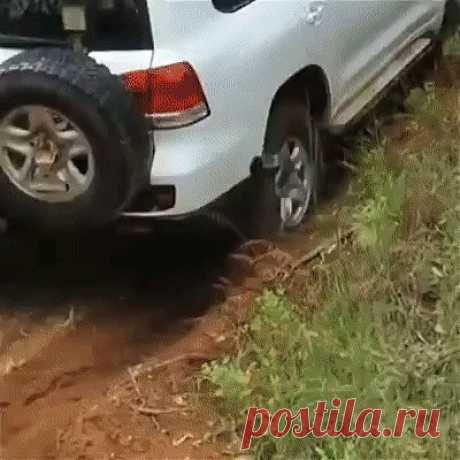 With this piece it is possible to pull out the car from any dirt With this piece it is possible to pull out the car from any dirt