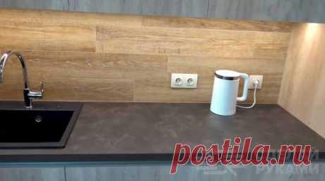 Основные особенности и нюансы использования ПВХ-плитки Многие считают, что ПВХ плитка, которая часто применяется для внутренней отделки кухни или ванной комнаты, — это не что иное, как обычный линолеум,