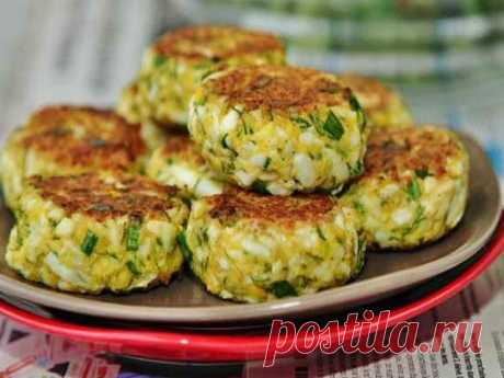 Egg cutlets \u000a\u000a\u000aIngrediyenty:yaytsa chicken boiled - 6 pieces. Green onions - 1 puchokmanny grain - 2 tablespoons. Flour - 1 tablespoon. Sour cream - 1 tablespoon. Fennel - 1 puchokmaslo vegetable for frying - 2 tablespoons. Salt - on vkusuprigotovlen …