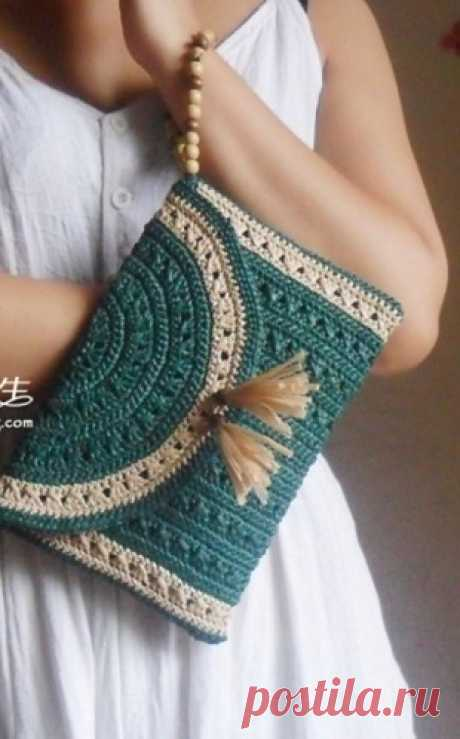Knitted bag hook.