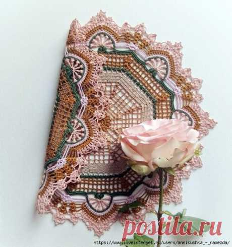 Красивая салфетка необычной расцветки