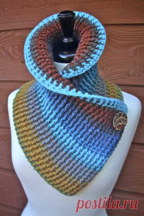 Sassy Autumn Ribbed Crochet Cowl free pattern with tutorials Free Crochet pattern for a really cute and sassy Autumn Ribbed Cowl with button accent including video tutorials using one cake Mandala Lion Brand Yarn.