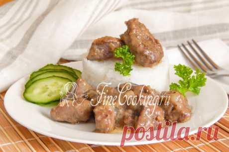 Печень с луком и сметаной Говяжья печень, приготовленная в сметанном соусе с луком – это очень вкусное и нежное блюдо.