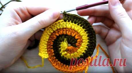 Как закончить вязание по спирали  тремя цветами
