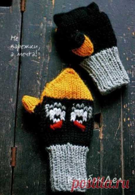 Детские варежки спицами с вышивкой Angry Birds