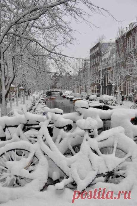 Amsterdam when it snows! #Amsterdam #Snow #Bikes #Bridge #Travel #Winter #Ice