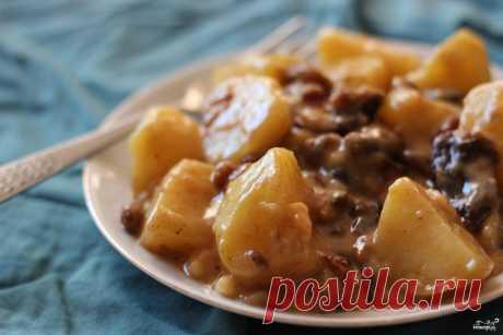 Картофельный цимес. Цимес картофельный - блюдо, признаться честно, очень необычное. Сочетание ингредиентов, типа чернослива, изюма и картофеля кажется внезапным и даже нелепым. Однако... вкусно!
