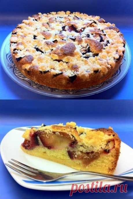 El pastel de ciruelo con el doble fondo