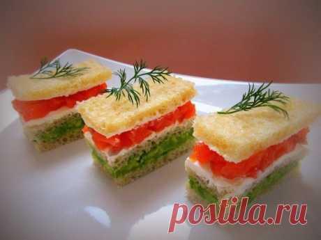 «Мини-сендвич с авокадо и лососем.» — карточка пользователя Наталья Р. в Яндекс.Коллекциях