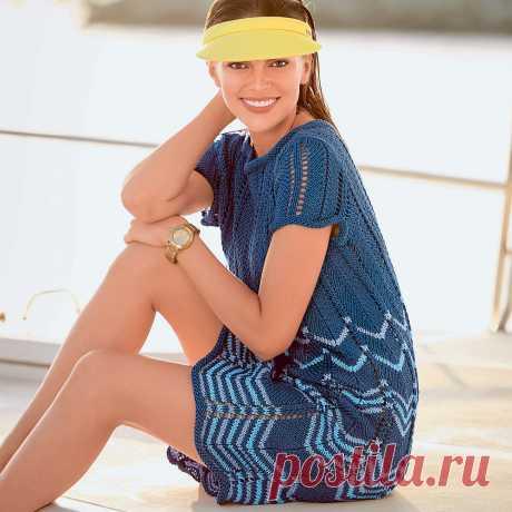 Ажурное платье спицами На этом слегка расклешенном платье волна за волной чередуются три цвета: глубоко- синий, лиловый и бирюзовый.  РАЗМЕРЫ 36/38 (42/44) 48/50 ВАМ ПОТРЕБУЕТСЯ Пряжа (100% хлопка; 70 м/50 г) — 600 (650) 70…