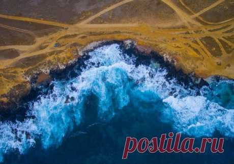 Pacific Ocean, Hawaii. The author of a photo is Evgeny Tolstikov: