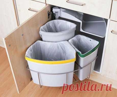 Где должно стоять мусорное ведро на кухне: почему важно поставить мусорное ведро правильно На выбор места для мусорного ведра влияют такие факторы, как количество свободного пространства на кухне, дизайн интерьера и личные предпочтения. Расположение ёмкости для отходов должно быть максимально эргономичным.