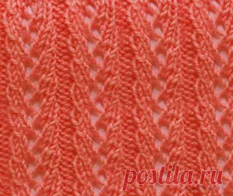 Ажурный узор спицами выполненные интересными полосами. Такой очаровательный узор очень красиво будет смотреться в женской одежде, например платье или ажурном летнем жакете. В схеме показаны только лицевые ряды, а в изнаночных рядах вяжем все петли по рисунку. Накиды провязываем изнаночными петлями. Раппорт узора составляет 7 петель в ширину + для симметрии узора 2 петли.  В высоту раппорт повторяем с 1го по 4 ряд. Вязаный узор спицами схема