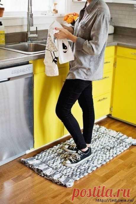 Кухонный коврик или сидушка на стул своими руками из полосок ткани   Краше Всех