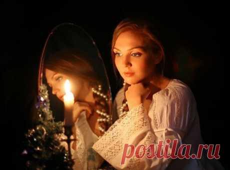 Новогодние и Святочные гадания  Но самым благоприятным временем считается новогодняя ночь, гадания под новый год являются одними из верных, точных. Потому для заветной ночи придумали множество гаданий, от простых ритуалов, до довольно сложных.