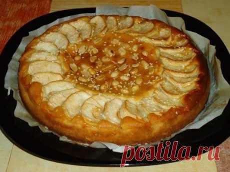 Пирог творожный с яблоками. Ингредиенты: 130 г обезжиренного творога 90 г сг...