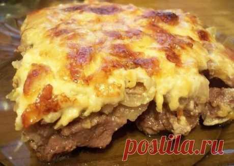 Говядина по-купечески с сыром и грибами Ингредиенты: Мякоть говядины куском ...