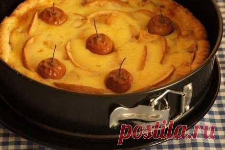 Еще одна вариация на тему яблочного пирога, вся прелесть этого пирога в сливочной заливке.
