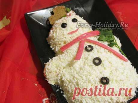 """Салат """"Снеговик"""" с крабовыми палочками на Новый год - рецепт с фото пошагово"""