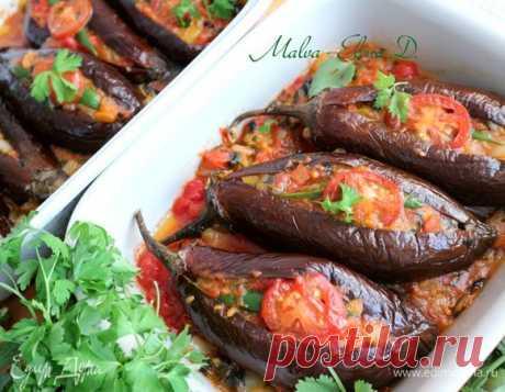 Баклажаны «Имам баялды», или «Имам в обмороке». Ингредиенты: баклажаны, помидоры, лук репчатый мелкий