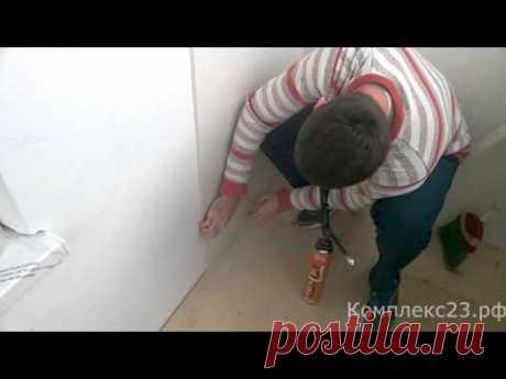 El montaje pvh de los paneles en seguida a la pared. ¡Sin que dirigen!