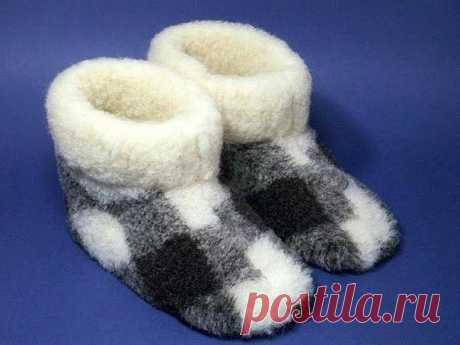 House warm boots can be sewed the hands. \u000d\u000aSuch footwear soft and convenient, and, above all in it to warmly our legs. This soft footwear can be sewed not only from new materials, but also to remake from clothes which do not rush fur coats any more, jackets, a coat, skirts, trousers, or jackets, the main thing that there was a fur or dense fabric.
