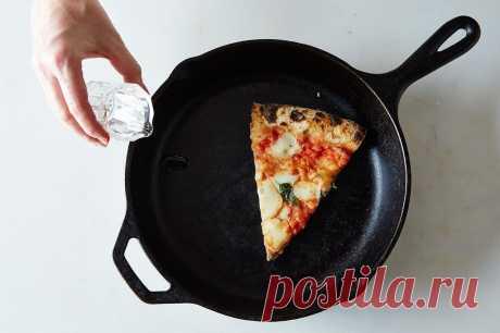 Как разогреть остывшую пиццу при помощи сковороды и воды. Лайфхак - Tabulo