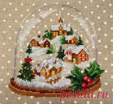 Схемы и идеи рождественских мотивов в вышивке крестиком  Рождественская вышивка для рукодельниц всегда остается актуальной.  Если полотно больше, то начинать работать необходимо заранее: летом или весной.                     В этой статье мы рассмотрим мно…