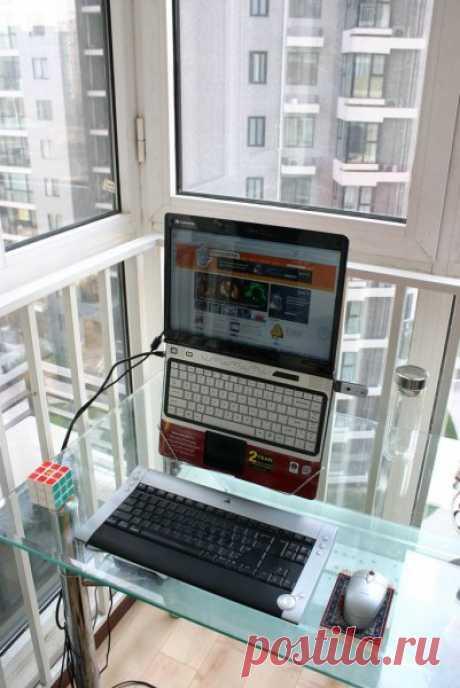 Эргономичная подставка для ноутбука из вешалки