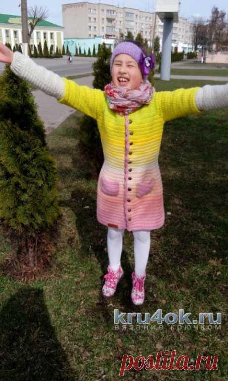 Пальто для девочки крючком. Работа Марии Дайнеко