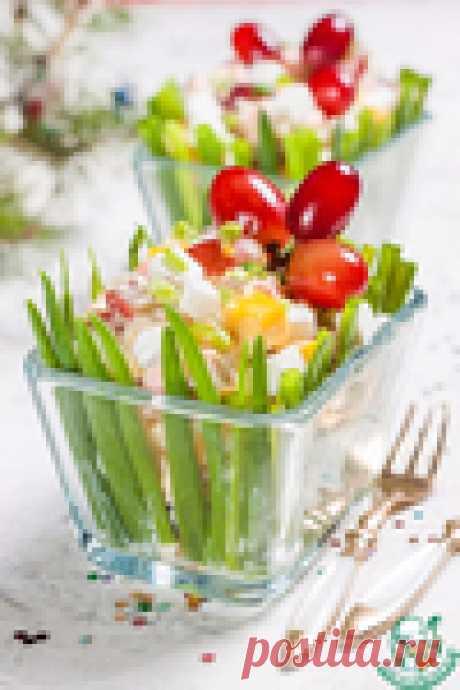 Вкуснейший салат с виноградом и колбаской на праздничный стол!