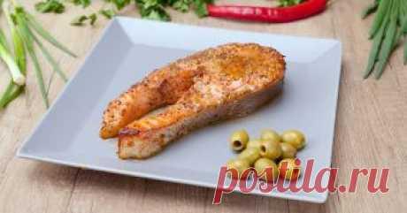 Такой стейк из лосося ты не попробуешь ни в одном ресторане: нежное мясо просто растворяется во рту!  Ароматный соус максимально раскрывает вкус королевской рыбы.