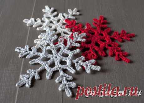 Разноцветные снежинки крючком